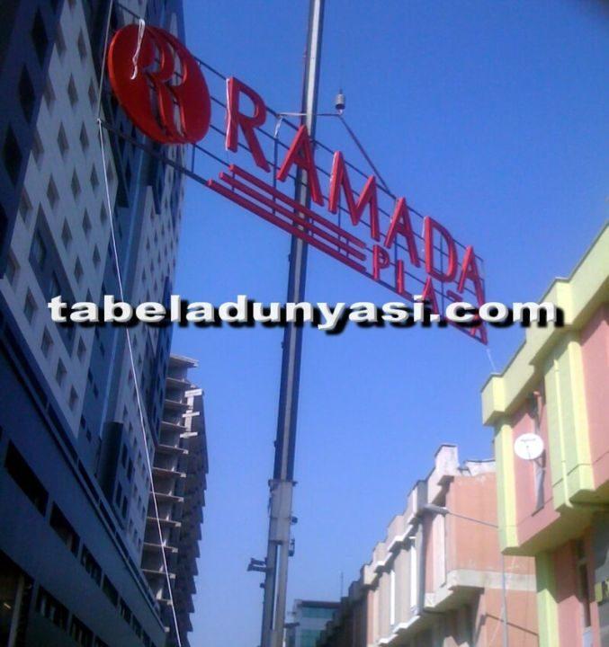 Ramada Hotel Plaza Çatı Tabela