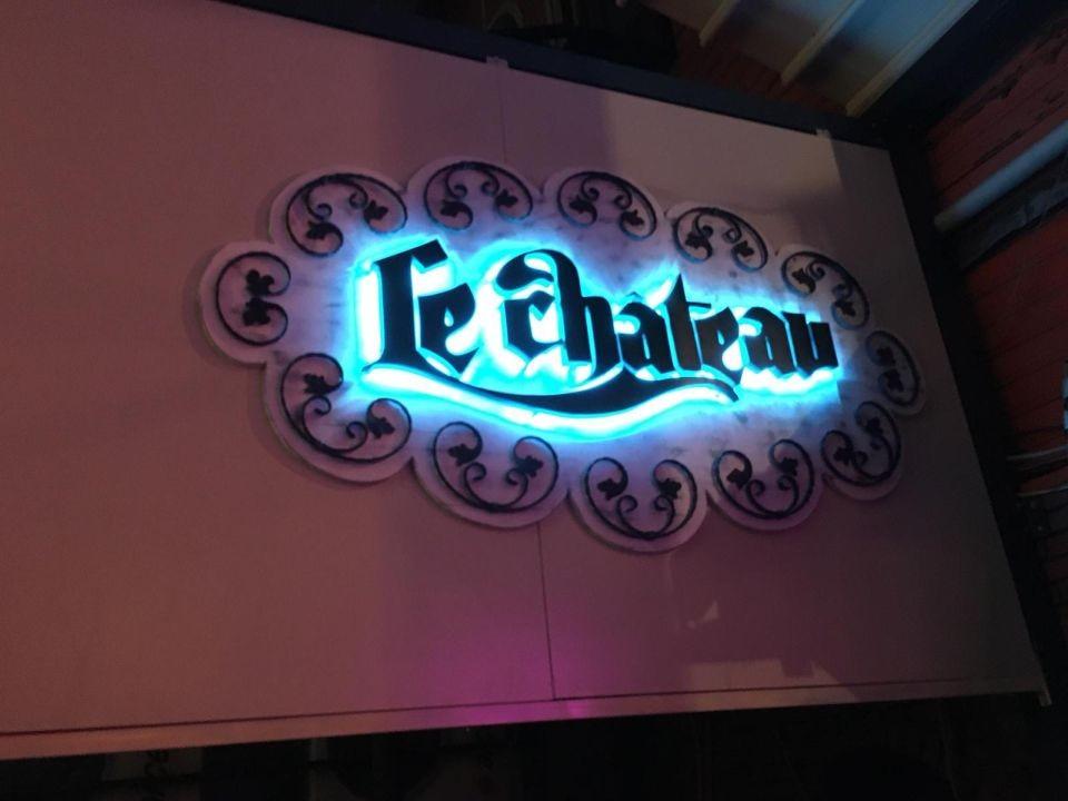 Lechateau Restorant Işıklı Tabela