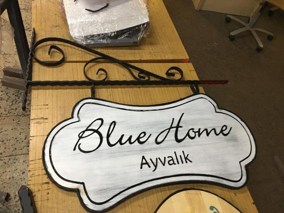 Blue Home Cıft taraflı Ahsap Ferforje Tabela Imalat