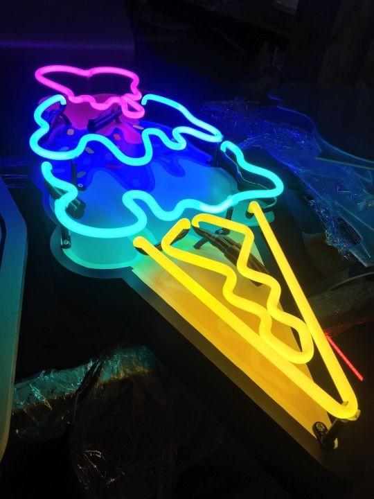 Ahsap zemın uzerı neon tabela Imalat