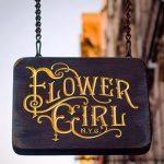 Flower Gırl Eskitme Ahsap Oyma Boyalı Zıncırlı Tabela