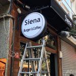 Sıena Burger&Coffe Besıktas Isıklı Cıft Taraflı Ferforje Tabela Montaj