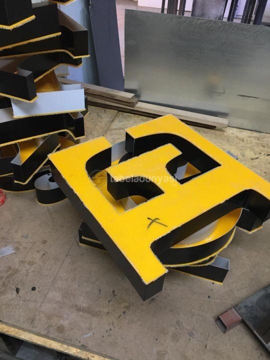 Yan bant Sıyah On yuzey sarı Pleksı Fason kutu harf Tabela