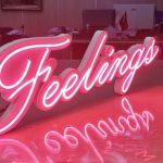 Fransa Feelings Led İle Neon Gorunumlu Tabela imalatı