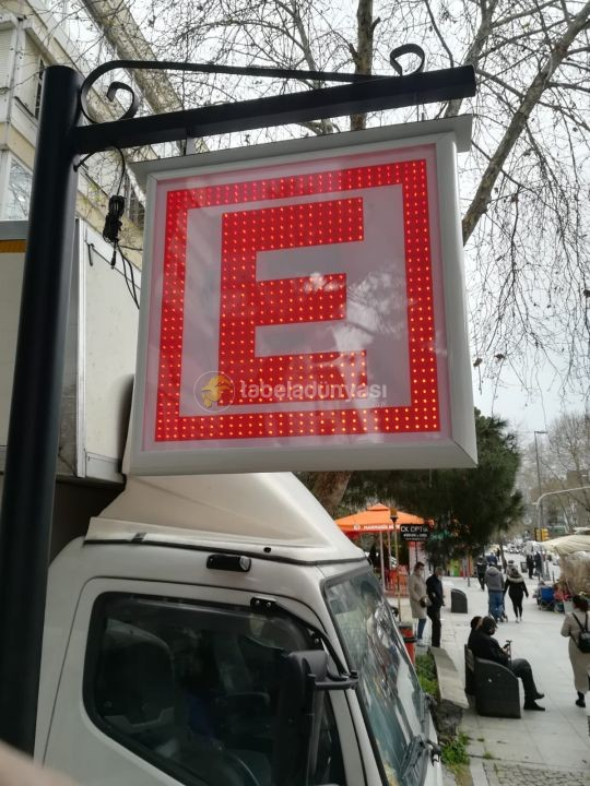 Cadde saglık E Tabela